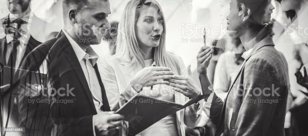 Abstrakte Geschäftsleute auf der Konferenz – Foto