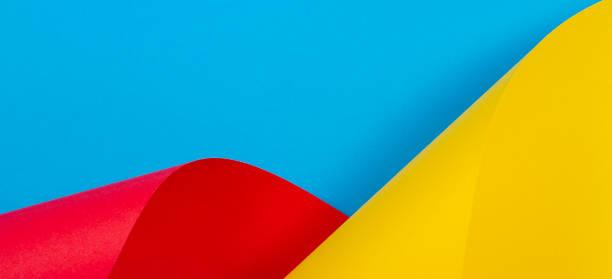 abstrato colorido. papel de cor azul vermelho amarelo em formas geométricas - colorful background - fotografias e filmes do acervo