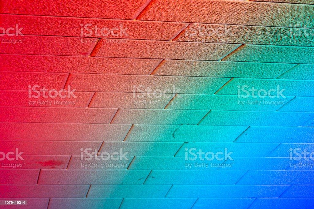 Lumière colorée abstraite de lumière led sur fond de mur de brique - Photo