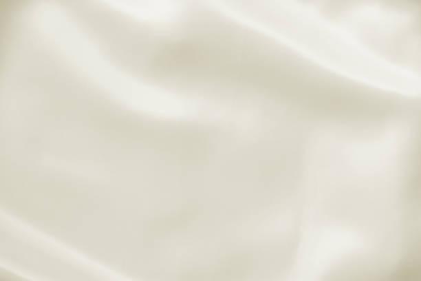 abstrakt skrynklade vita ljus grädde gul bröllop bakgrund med siden, satin eller trasa viker och draperier tyg textur. lyx trasa, vågiga grunge satin texturerade sammet material eller lyxiga jullov. - satäng bildbanksfoton och bilder