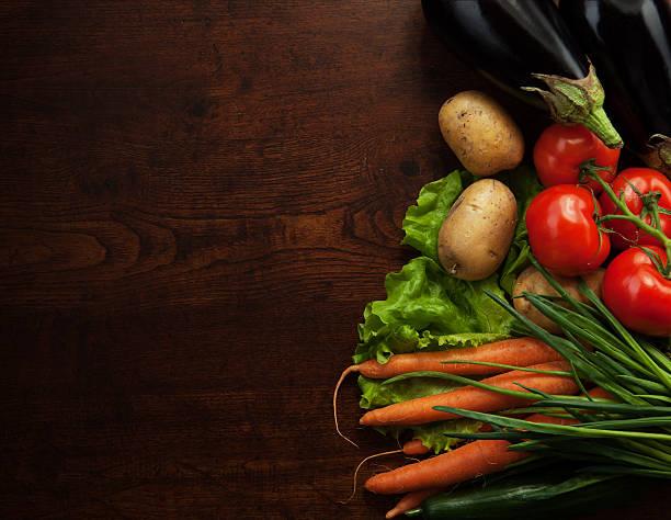 Abstrakt design-Hintergrund-Gemüse auf einem hölzernen Hintergrund – Foto
