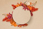 用紙の背景に分離された秋の植物フレームの抽象的なデザイン