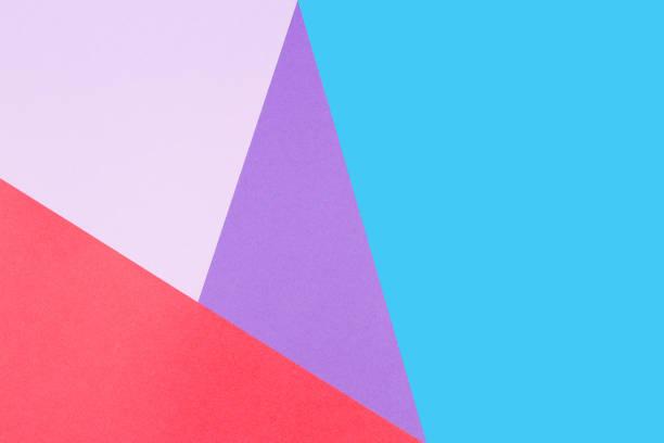 abstrait géométrique de papier coloré. couleurs bleus, rouges, roses et violets - fond multicolore photos et images de collection