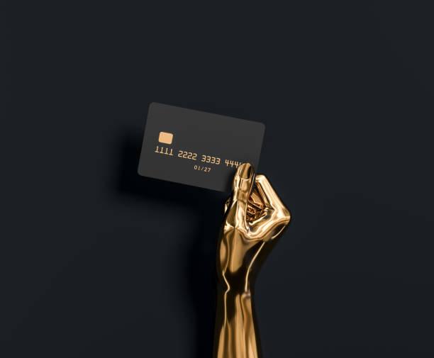 abstrakte gold hand skulptur hält kreditkarte, das beste bankangebot für vip-kunden. 3d-illustration - kunst 1. klasse stock-fotos und bilder