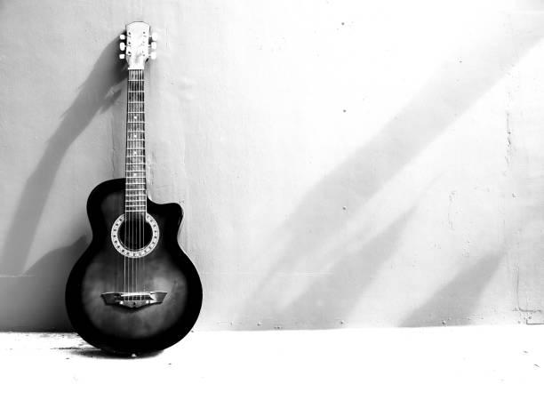 黒と白の色形の抽象的なギター。 - ギター ストックフォトと画像