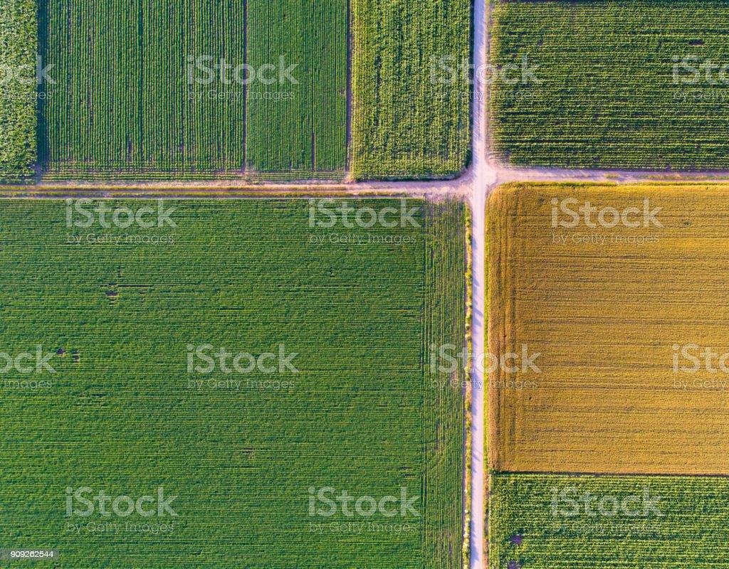 Abstraktes Bild von landwirtschaftlich genutzten Feldern – Foto