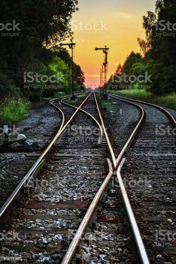 鐵路軌道在日落時的抽象風景。 免版稅 stock photo