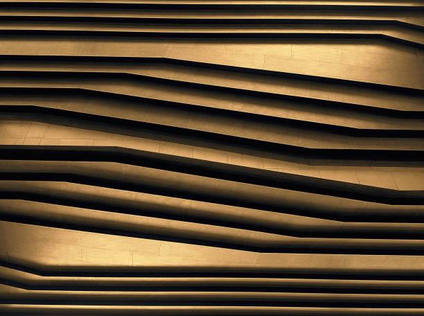 abstrakte luxus gold diagonale linie geometrie textur hintergrund. moderne architektur boden schritt design in minimalen stil, goldenen stahl und fliesen muster. - herrenhaus grundrisse stock-fotos und bilder