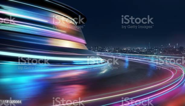 Abstract Motion Curvy Urban Road - Fotografias de stock e mais imagens de Alfalto