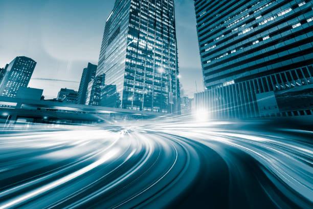 abstrakta rörelse hastighet ljus med night city bakgrund - foton med hongkong bildbanksfoton och bilder
