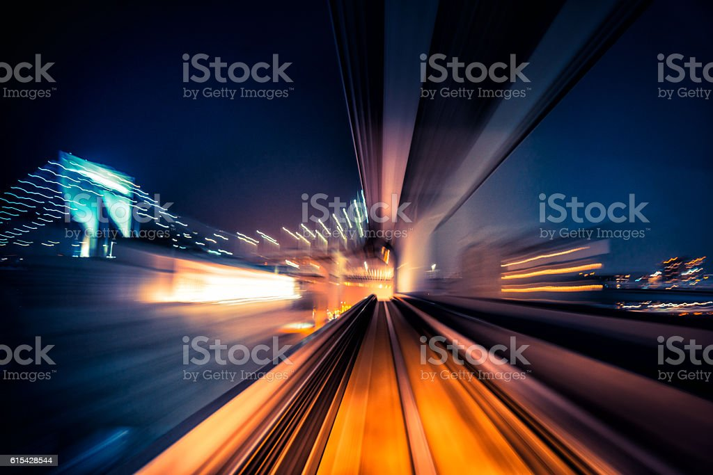 Movimento desfocado abstrato com vista de um trem em movimento - foto de acervo