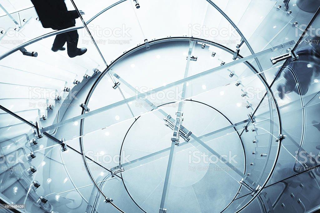 Abstrakte Glas-Treppe in einem modernen Büro – Foto
