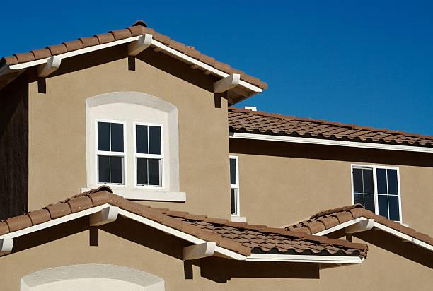 abstrakter neuer stuck wand aufbau und fenster - dachschräge einrichten stock-fotos und bilder