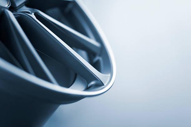abstrakte teil profil eines neuen auto wheel rim - alufelgen stock-fotos und bilder