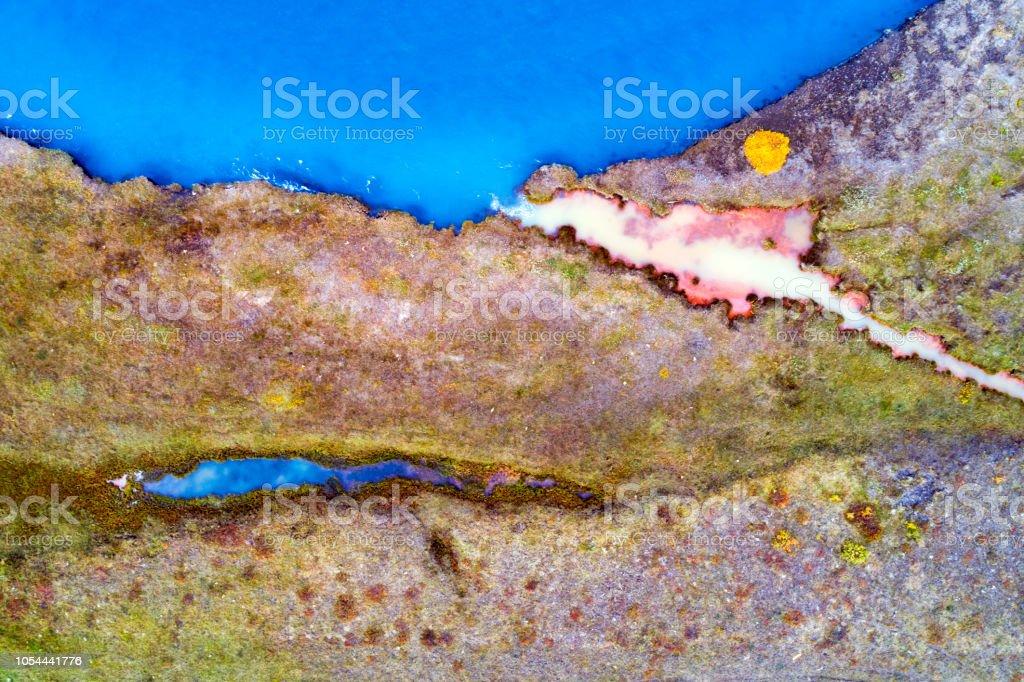 Abstrakte Muster der am Flussufer in Island, Luftbild – Foto