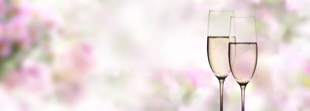 abstrakte blüten mit champagner - verlobungsfeier einladungen stock-fotos und bilder