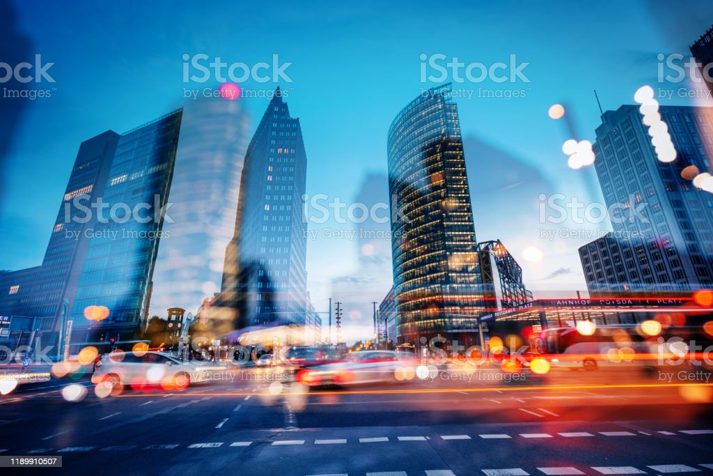 abstrakter Potsdamer Platz in der Dämmerung, Berlin, Deutschland - Lizenzfrei Abenddämmerung Stock-Foto