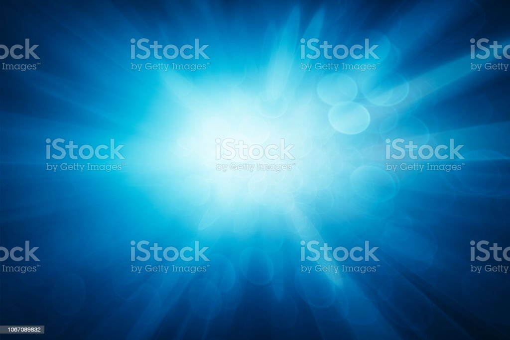 Abstrakt lila Hintergrund, verschwommene blaue Lichtstrahlen, Geschwindigkeitseffekt – Foto