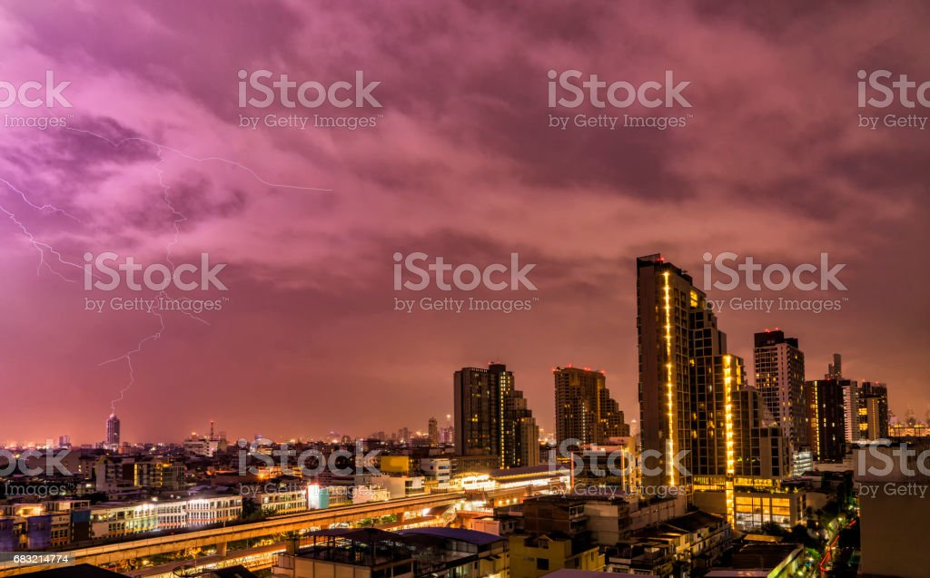 abstract scene of lighting flash in night sky with cityscape Lizenzfreies stock-foto