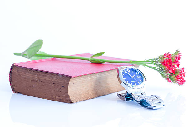 abstrakte silber und rot buchen sie - automatik armbanduhr stock-fotos und bilder