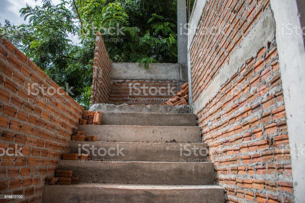 Photo libre de droit de Mur Brique Et Escaliers Abstraite En Construction  banque d\'images et plus d\'images libres de droit de {top keyword}