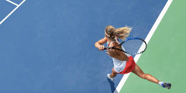 resumen vista superior del jugador del tenis femenino después de servir - tenis fotografías e imágenes de stock