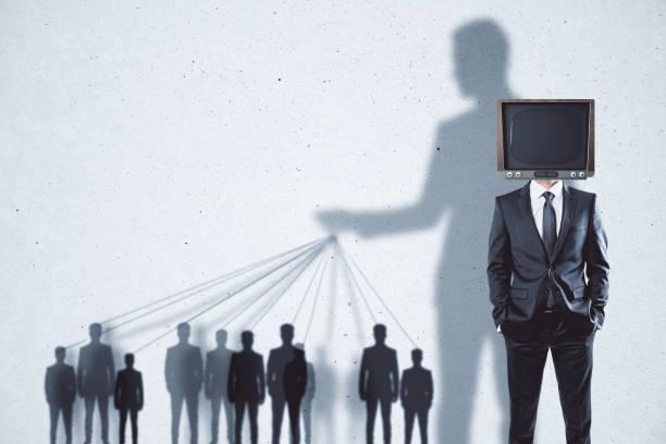 テレビ洗脳の抽象的な背景 - 不正直 ストックフォトと画像