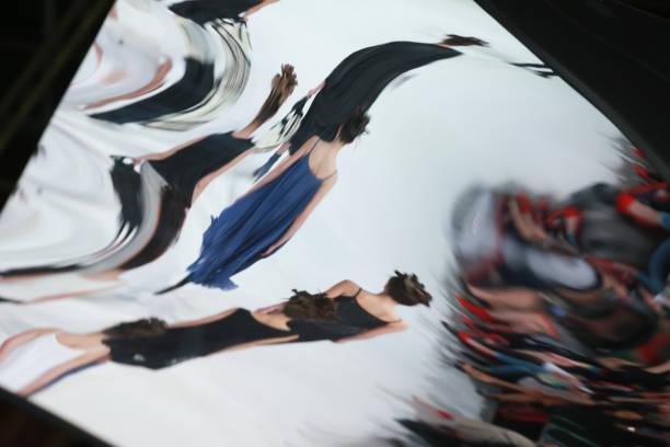 abstrakte sicht auf die spiegel der mode-modell - modedetails stock-fotos und bilder