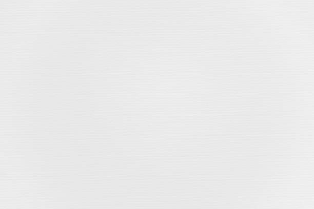 abstrakte, weiß gestreifte papiertextur hintergrund oder kulisse. leere saubere notizseite oder pergamentblatt für dekoratives gestaltungselement. einfache monochrome oberfläche für die präsentation von zeitschriftenvorlagen. - sammelalbum wandkunst stock-fotos und bilder