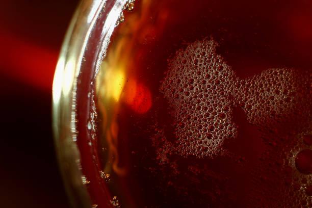 ガラスの中に照らされた日光茶と抽象化 ストックフォト