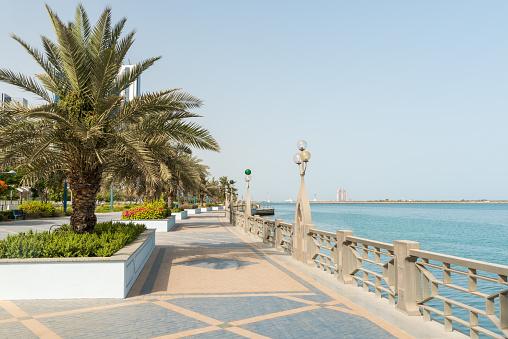 Abu Dhabi Corniche Stockfoto en meer beelden van Abu Dhabi