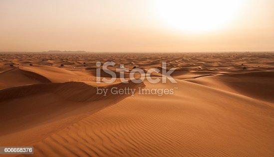 istock Abu Dhabi Desert Stockfoto 606668376