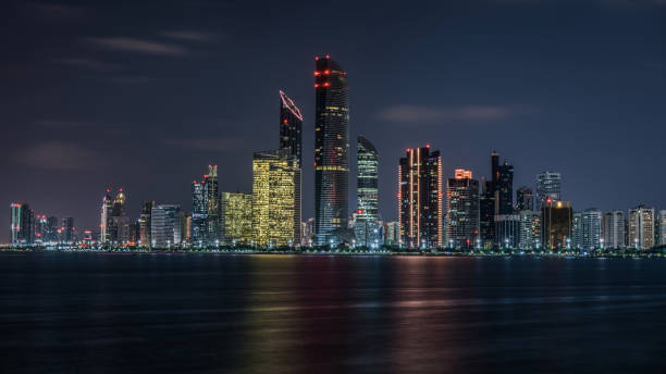 abu dhabi - emirati arabi - abu dhabi стоковые фото и изображения