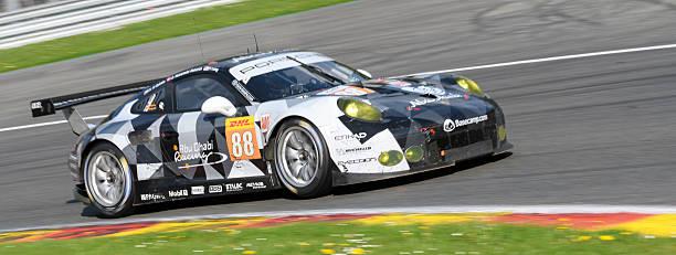 abu dhabi proton racing porsche 911 rsr  - proton auto stock-fotos und bilder