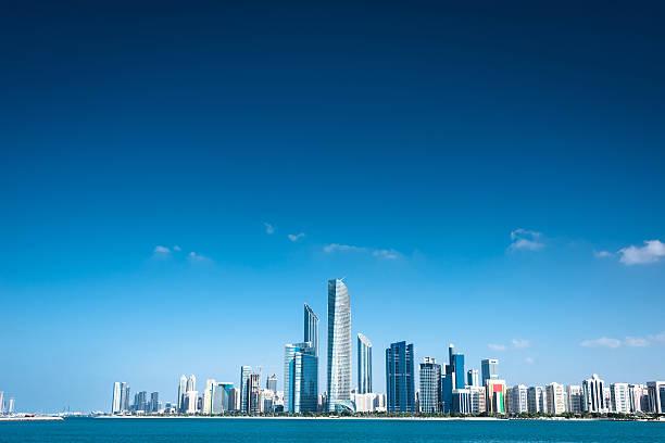 abu dhabi skyline waterfront - abu dhabi стоковые фото и изображения