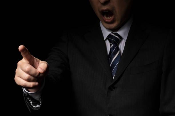 abuso de autoridad - mandón fotografías e imágenes de stock