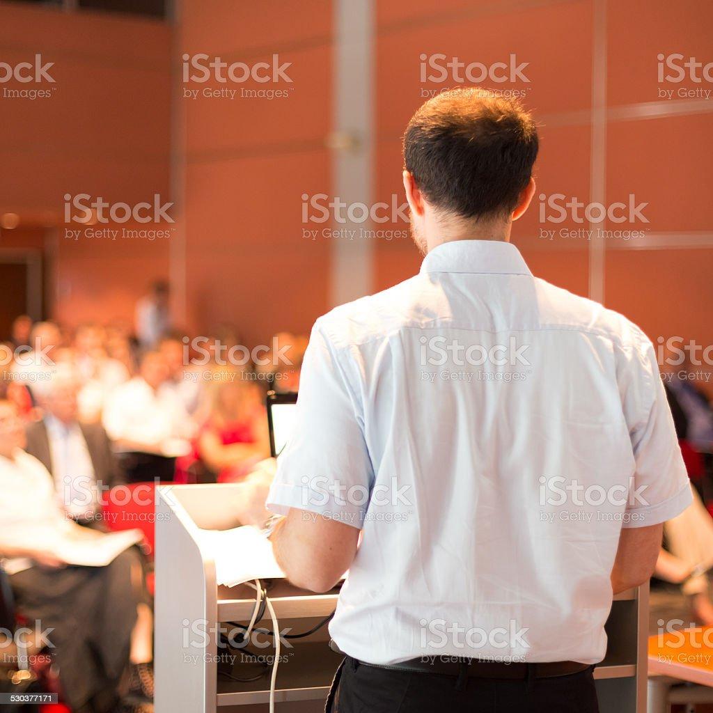 Kunstprofessor lecturing an den Dozenten. Lizenzfreies stock-foto