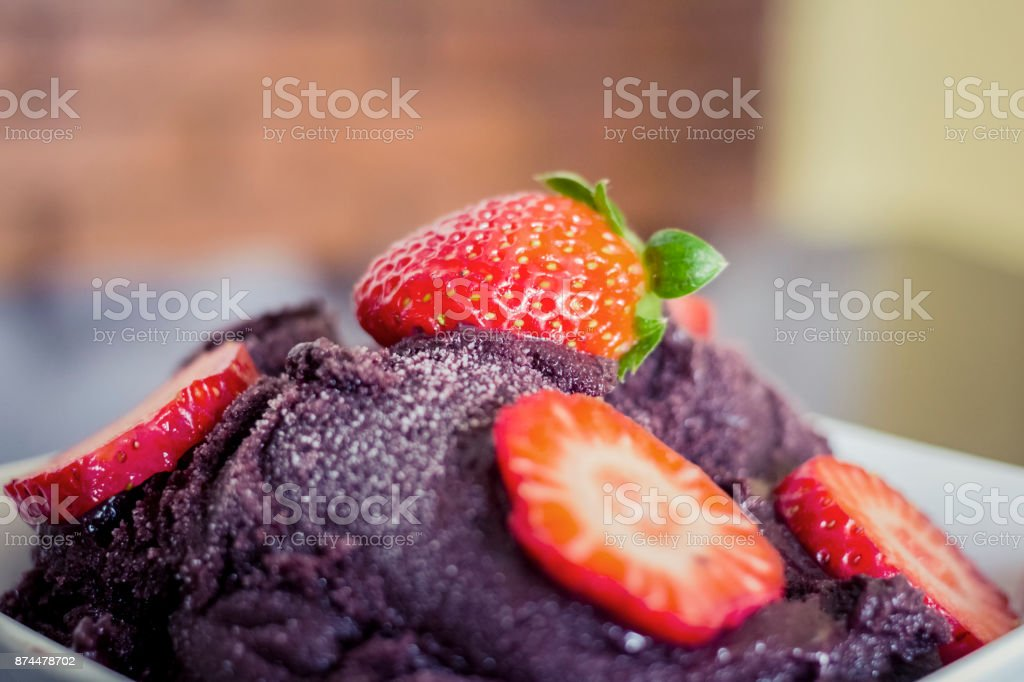 Açaí com morangos stock photo