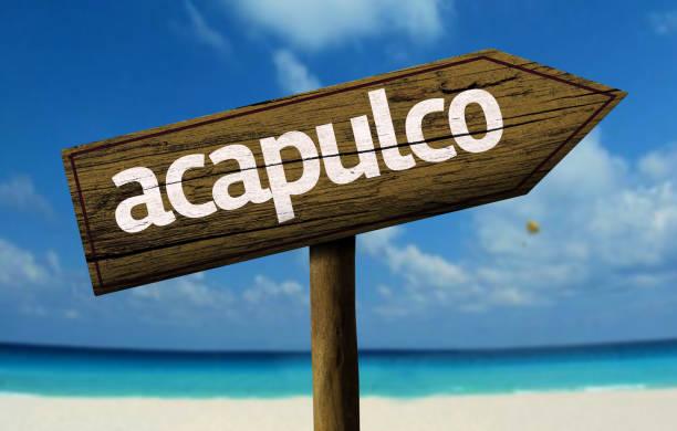 Cartel de madera de Acapulco en la playa - foto de stock