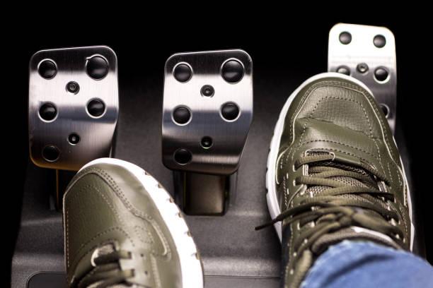 pedal del acelerador - pedal fotografías e imágenes de stock