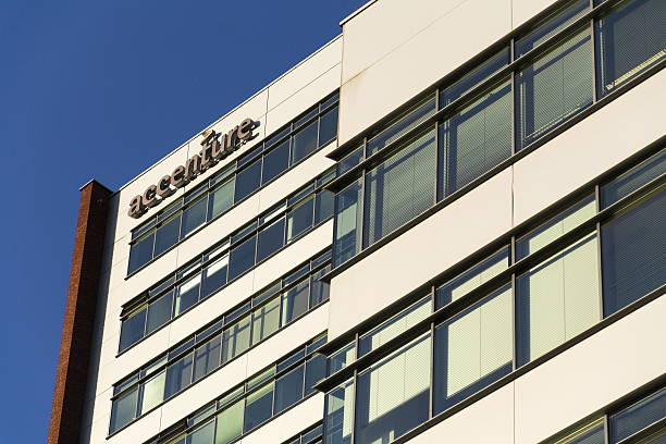 Accenture global professional services company logo on Czech headquarters building – Foto