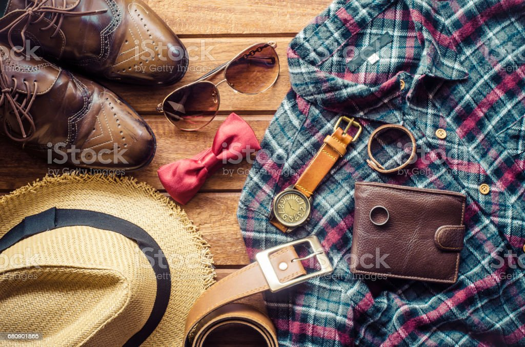 Accessories and apparel for men on a wooden floor - life style - foto stock