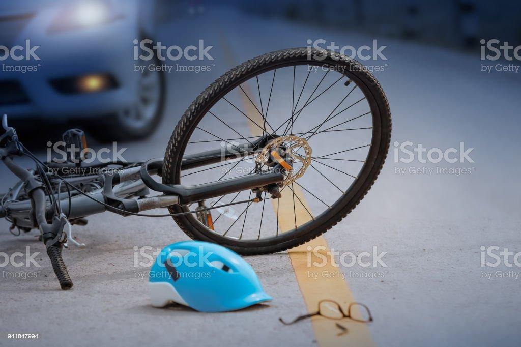 Unfall Auto Crash mit dem Fahrrad unterwegs, nachts – Foto