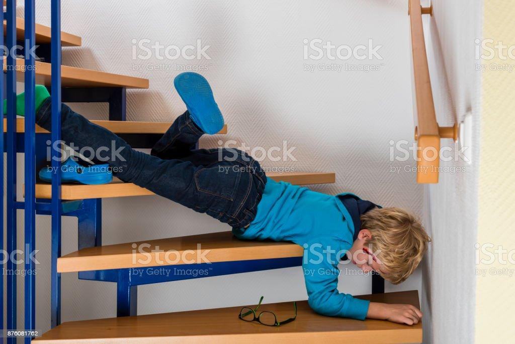 Fotografía de Accidente Niño Se Cayó Por Las Escaleras En Casa y más ...