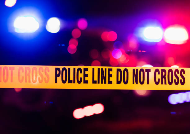 taśma kordonowa wypadku lub miejsca zbrodni - policja zdjęcia i obrazy z banku zdjęć