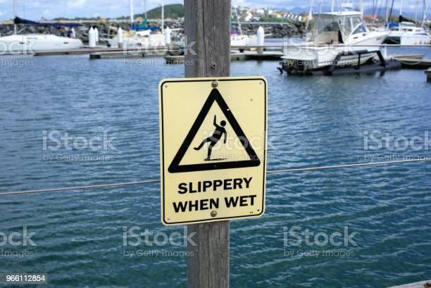 Varning Tecken Av Olyckor Nära Vatten Hala När Det Är Vått-foton och fler bilder på Ansvar