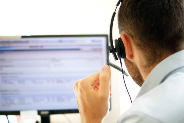 Account manager in a call center Kundenbetreuer telefoniert in einem Call-Center service stock pictures, royalty-free photos & images