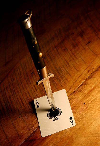 As de pique avec Couteau à cran d'arrêt - Photo