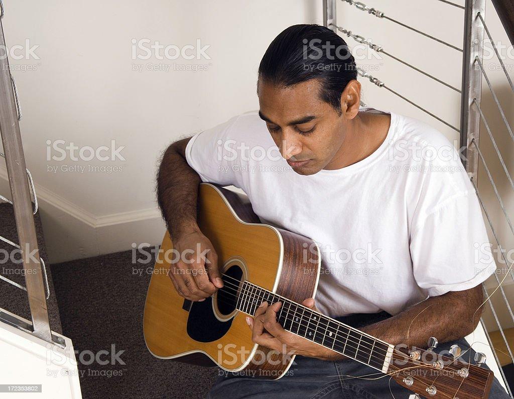 Guitarra acústica reproductor serie foto de stock libre de derechos