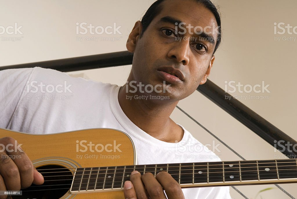 Joueur de guitare acoustique série photo libre de droits